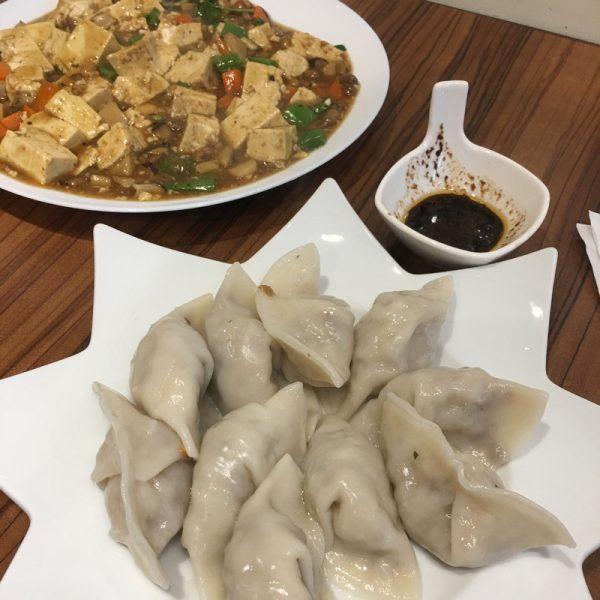 第一次到心名食堂 點的水餃和麻婆豆腐