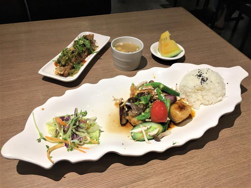 綠色大地_鮮蔬黃金豆腐排 + 糯米腸